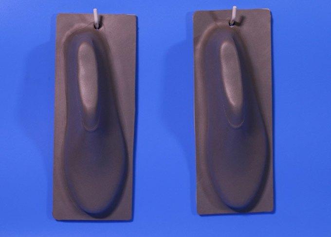 Дизайнер показала дешёвую обувь из одного куска «резиновой пластмассы». Изображение № 3.