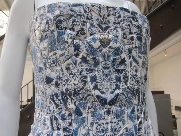 О фарфоровом платье ALEXANDER MCQUEEN и Саре Бёртон. Изображение № 2.