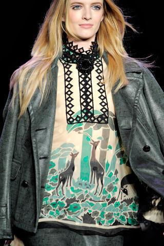 Anna Sui FW 2011. Изображение № 25.