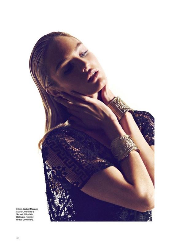 Съёмка: Кэндис Свейнпол для Harper's Bazaar. Изображение № 4.