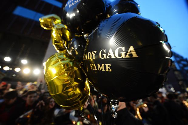 Леди Гага представила в Harrods духи FAME. Изображение № 14.