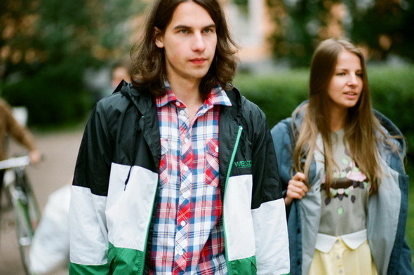 На Саше: рубашка Еxtra, ветровка и шорты  Wesc. Изображение № 14.