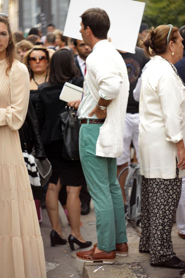 Уличная мода на Milan Fashion Week: день 1. Изображение № 3.