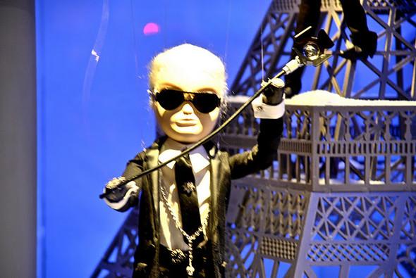 10 праздничных витрин: Робот в Agent Provocateur, цирк в Louis Vuitton и другие. Изображение № 15.