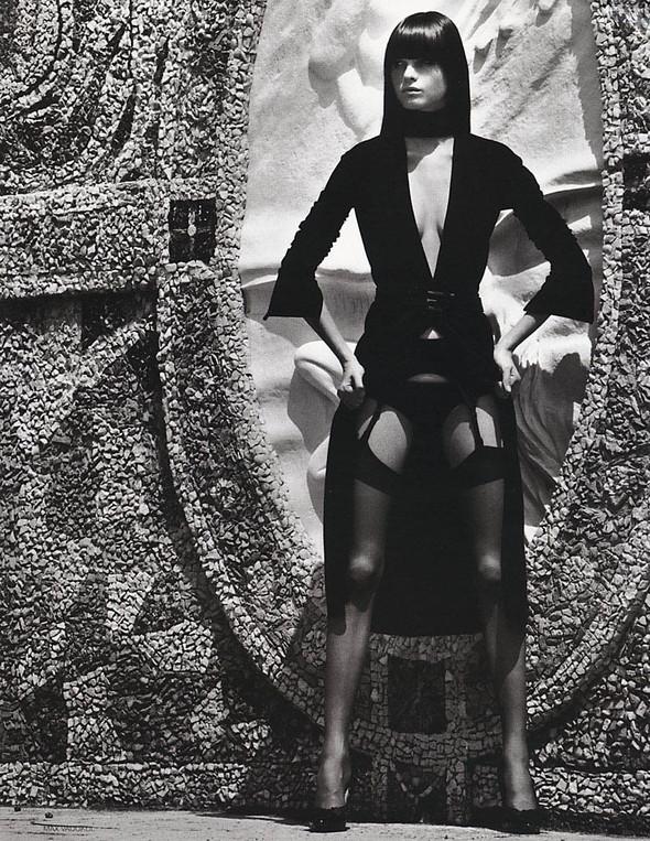 Архивная съёмка: Макс Вадукул для российского Vogue, 2002. Изображение № 10.