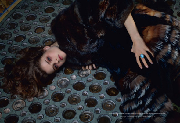 Съёмка: Юлия Занер в Fendi для Grey. Изображение № 10.