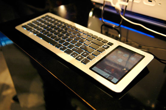 Первая геймерская беспровод. клавиатура cOLED -кнопками. Изображение № 4.