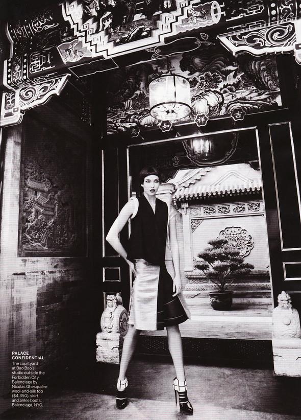 Съёмка: Карли Клосс в объективе Марио Тестино. Изображение № 17.