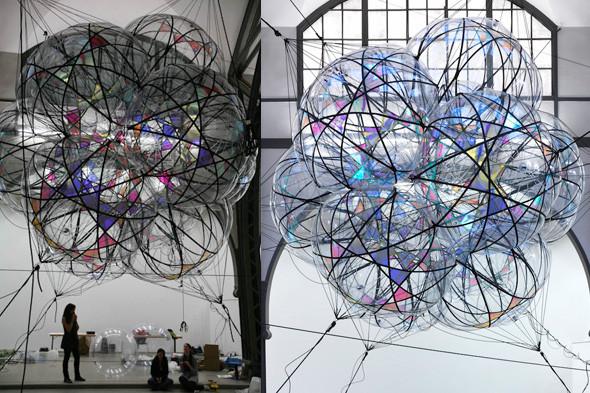 Найдено за неделю: Город будущего в пузырях, гигантская голова и вышитая книга. Изображение № 1.