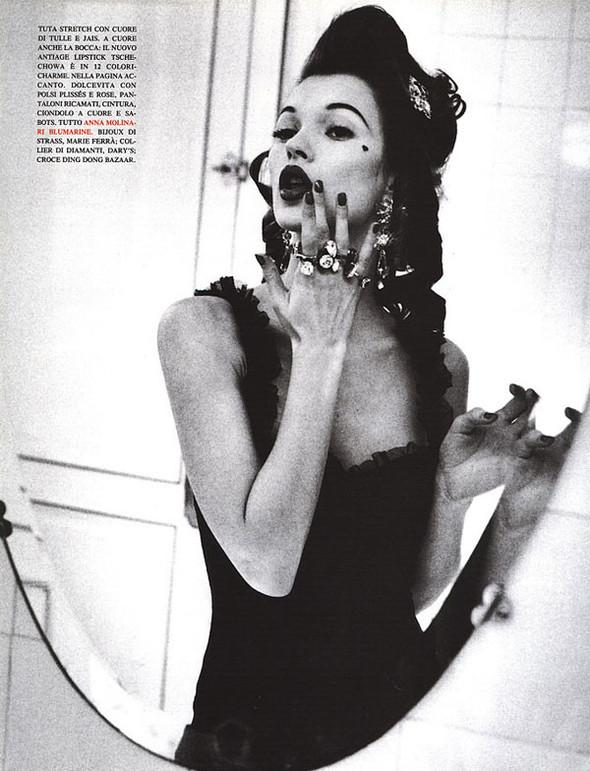 Архивная съёмка: Кейт Мосс для итальянского Vogue, 1992. Изображение № 2.