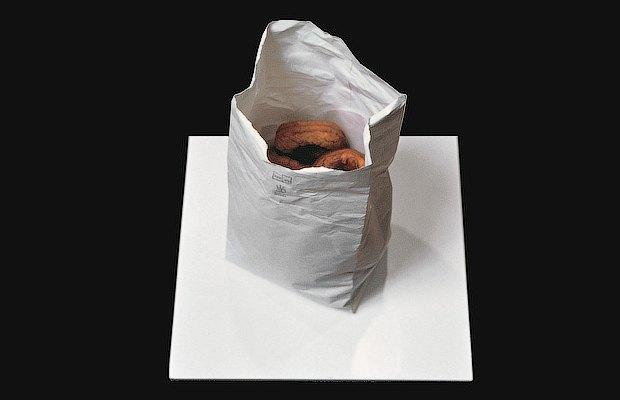 «Упс»: Как люди случайно пачкают, разбивают и съедают современное искусство. Изображение № 4.