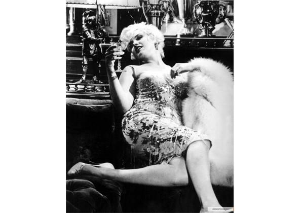 Кадр из фильма «В джазе только девушки». Изображение № 2.