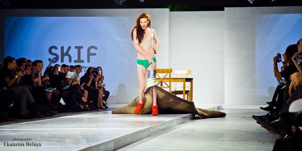 Fashion-перфоманс от SKIF Fashion. AURORA FASHION WEEK Russia SS13. Изображение № 9.