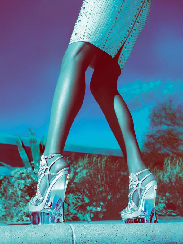 Кампания: Жизель Бундхен для Versace SS 2012. Изображение № 10.
