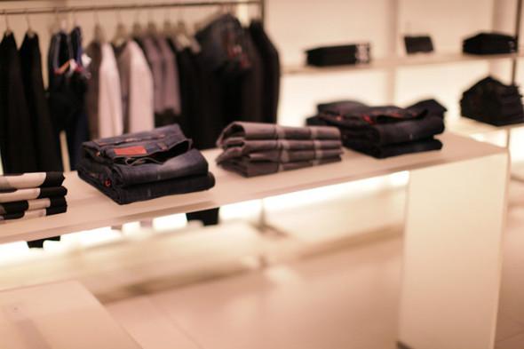 Корнер Armani Jeans на четвертом этаже ЦУМа. Изображение № 7.