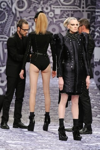 Back to black : Gareth Pugh и Victor&Rolf aw 2010-2011. Изображение № 64.