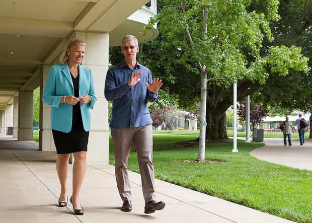 Гендиректор IBM Вирджиния Рометти и Тим Кук, Apple CEO. Изображение № 1.