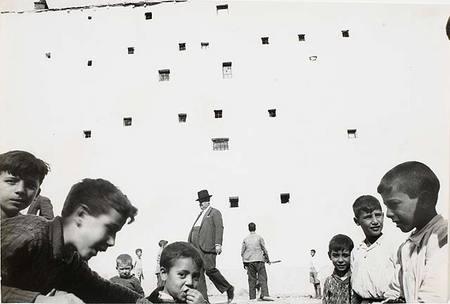 Работы французского фотографа Henri Cartier-Bresson. Изображение № 36.