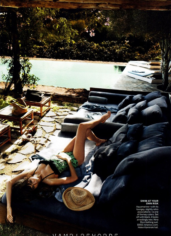 Съёмка: Карли Клосс для Vogue. Изображение № 10.