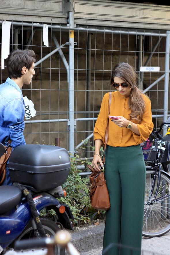 Уличная мода на Milan Fashion Week: день 1. Изображение № 13.