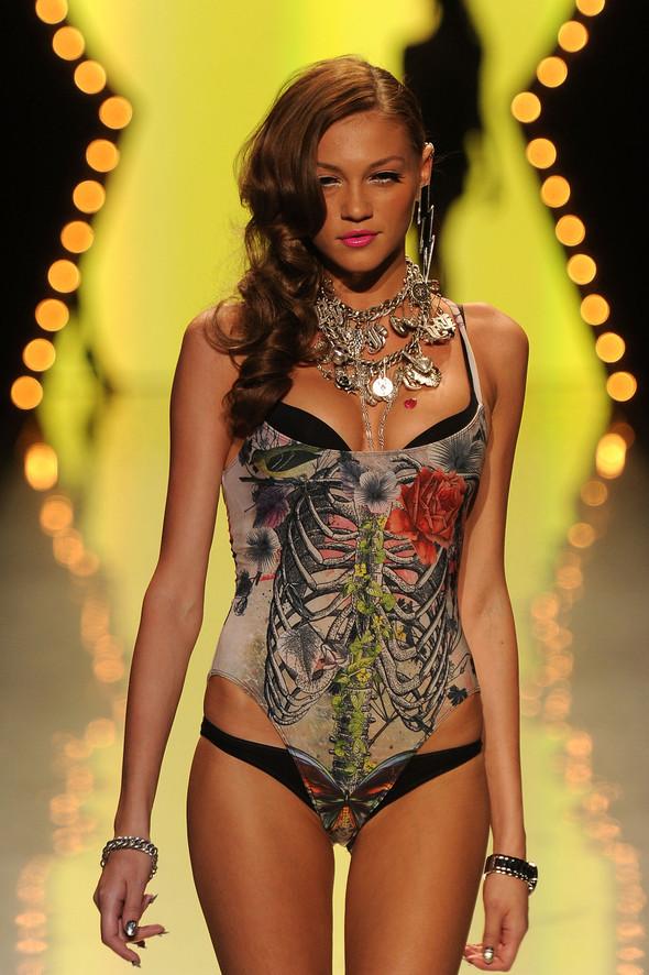 New York Fashion Week: Betsey Johnson Spring 2012. Изображение № 77.