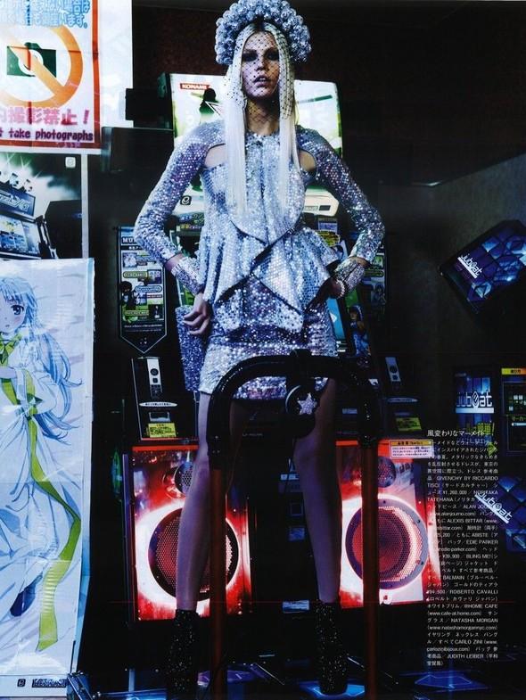 Элин Вебер The Girl Who Rocks The Planet в апрельском Vogue Япония. Изображение № 16.
