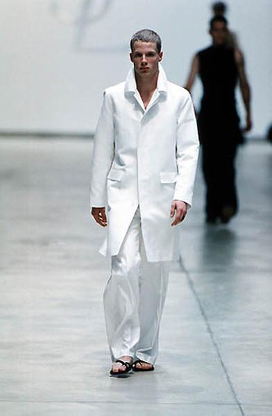 Yves Saint Laurent ss 2000 под руководством Эди Слимана. Изображение № 2.