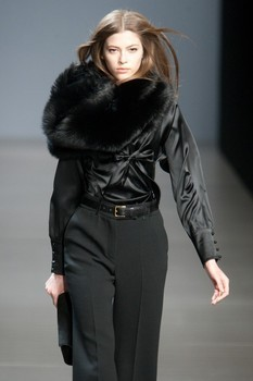 Valentin Yudashkin. Fall-Winter 2010-2011. Изображение № 12.