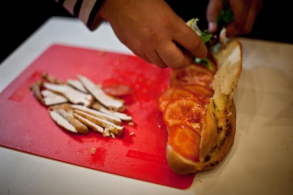 Быстро и вкусно: Сандвичи, хот-дог и три брускетты. Изображение № 34.