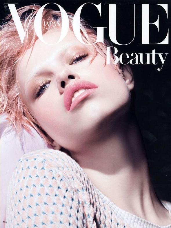 Съёмка: Хейли Клаусон для Vogue. Изображение № 1.