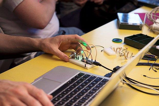 Как сделать передатчик сигнала SOS с помощью платформы Arduino. Изображение № 16.