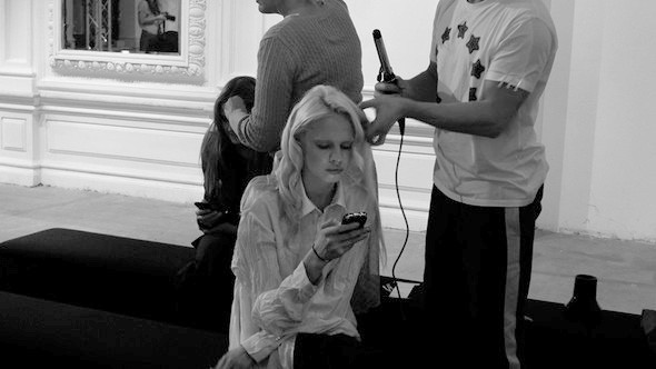Дизайнер Андрей Артемов: «Она идет от своего парня в мужском пиджаке поверх коктейльного платья». Изображение № 18.