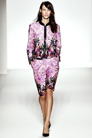 Сезон весна-лето 2012 :10-ка лучших женских костюмов с юбкой. Изображение № 2.