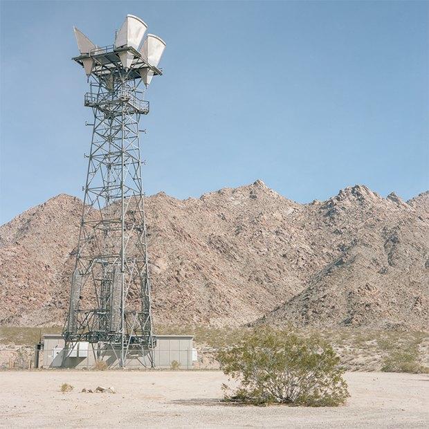 Заброшенные телефонные башни вгорах ипустынях . Изображение № 23.