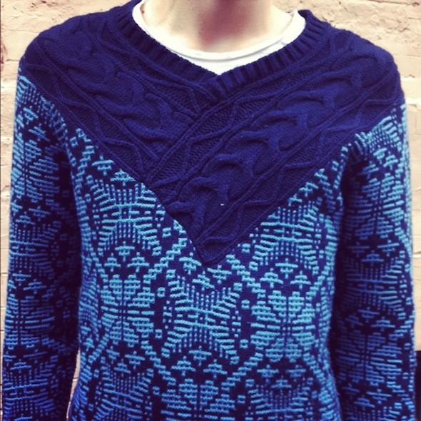 Благодаря смешению фактур и рисунка этот свитер стал моим любимым в гардеробе моего друга. Изображение № 37.
