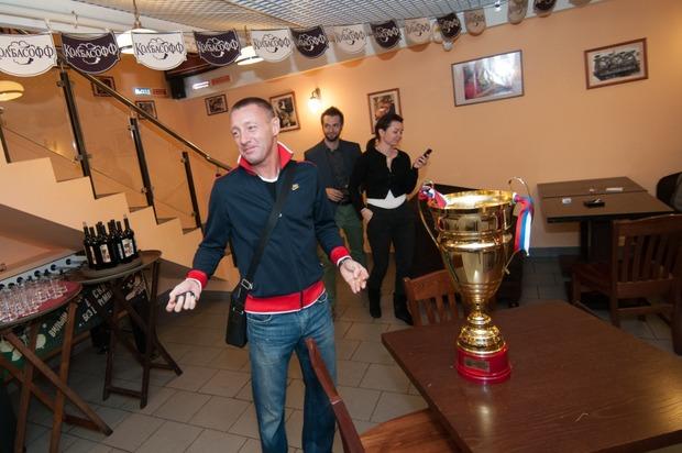 """Андрей Тихонов отпраздновал день рождения в ресторане """"Колбасофф"""". Изображение № 1."""