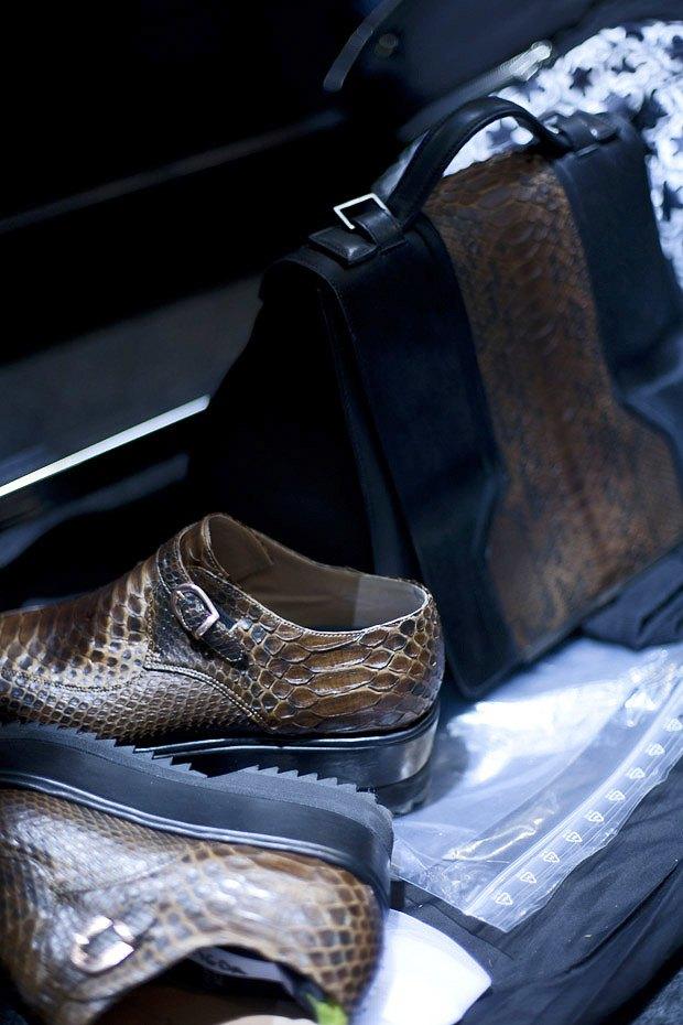 Репортаж: Сияющая кожа и туфли металлик на бэкстейдже Damir Doma. Изображение № 3.