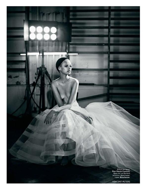 Съёмка: Гинта Лапина для российского Vogue. Изображение № 4.