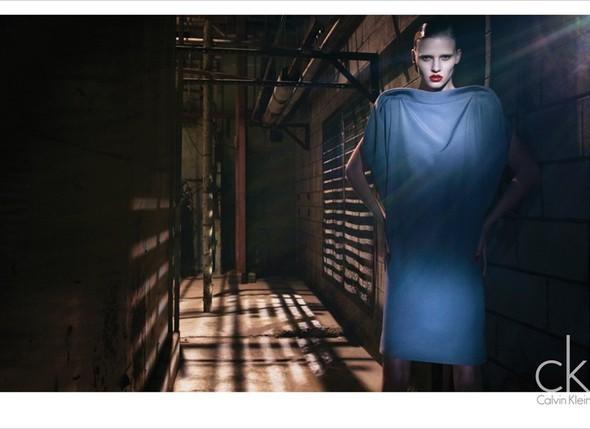 Рекламная кампания Calvin Klein FW 2010. Изображение № 2.