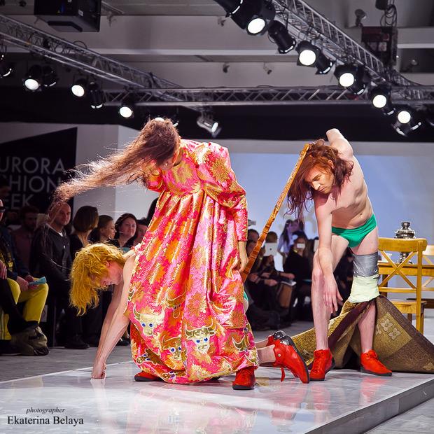 Fashion-перфоманс от SKIF Fashion. AURORA FASHION WEEK Russia SS13. Изображение № 14.