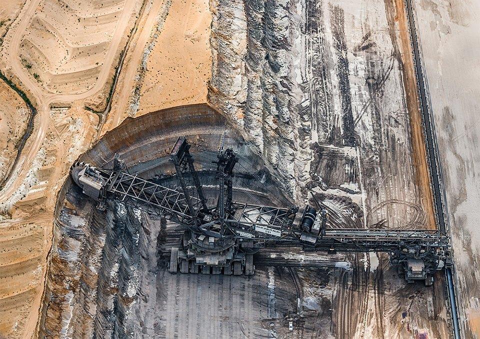 Захватывающие фотографии огромной угольной шахты. Изображение № 7.