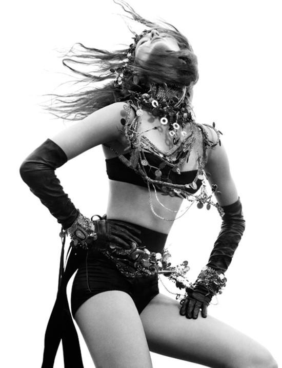 Съемка: Моника Ягачак для Numero #126. Изображение № 2.