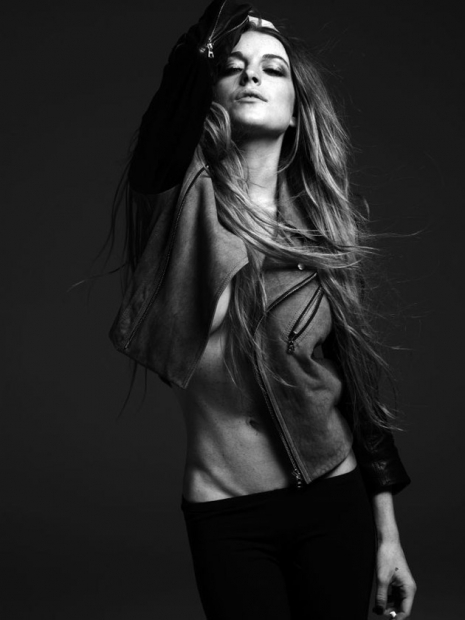 LINDSAY LOHAN BY HEDI SLIMANE PHOTOSHOOT. Изображение № 14.