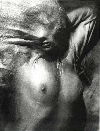 Части тела: Обнаженные женщины на винтажных фотографиях. Изображение №94.