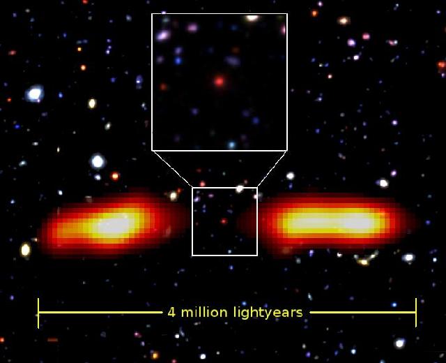 Астрономы обнаружили редкую радиогалактику . Изображение № 1.