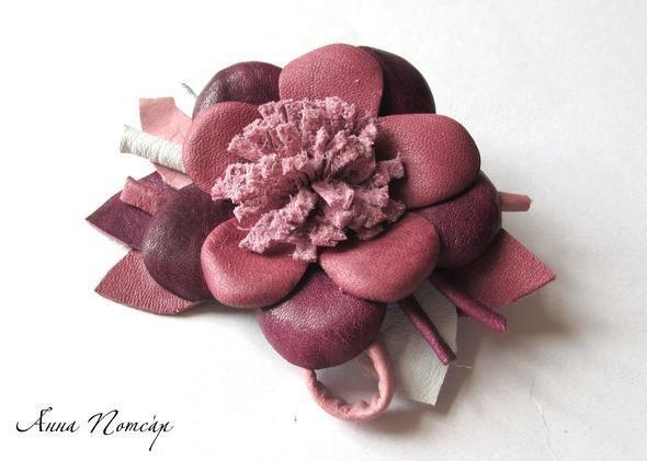 Изображение 8. Брошь-цветок из натуральной кожи.. Изображение № 7.