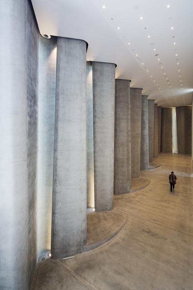 Архитектура дня: музей сволнистым фасадом изнержавеющей стали. Изображение № 3.