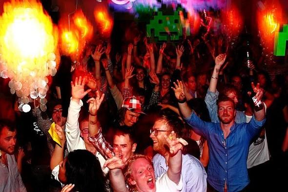 Baile funk - развязный и злой фанк, под который трясут попами в бедных бразильских фавелах. Изображение № 13.