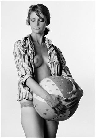 Части тела: Обнаженные женщины на фотографиях 50-60х годов. Изображение № 128.