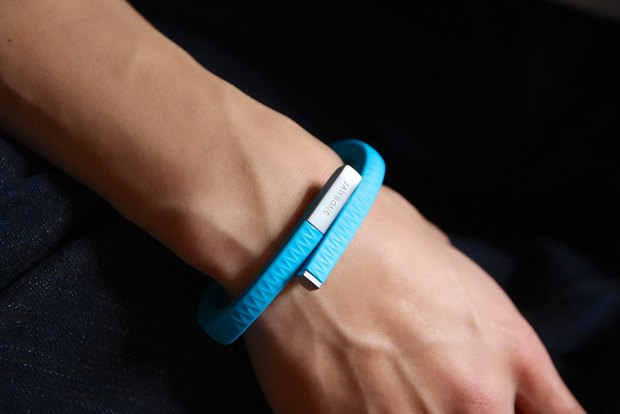 Jawbone, Fitbit, Nike:  3 мнения о браслетах-трекерах. Изображение № 2.